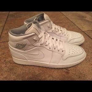 Air Jordan 1 Retro Mid White/Wolf Gray